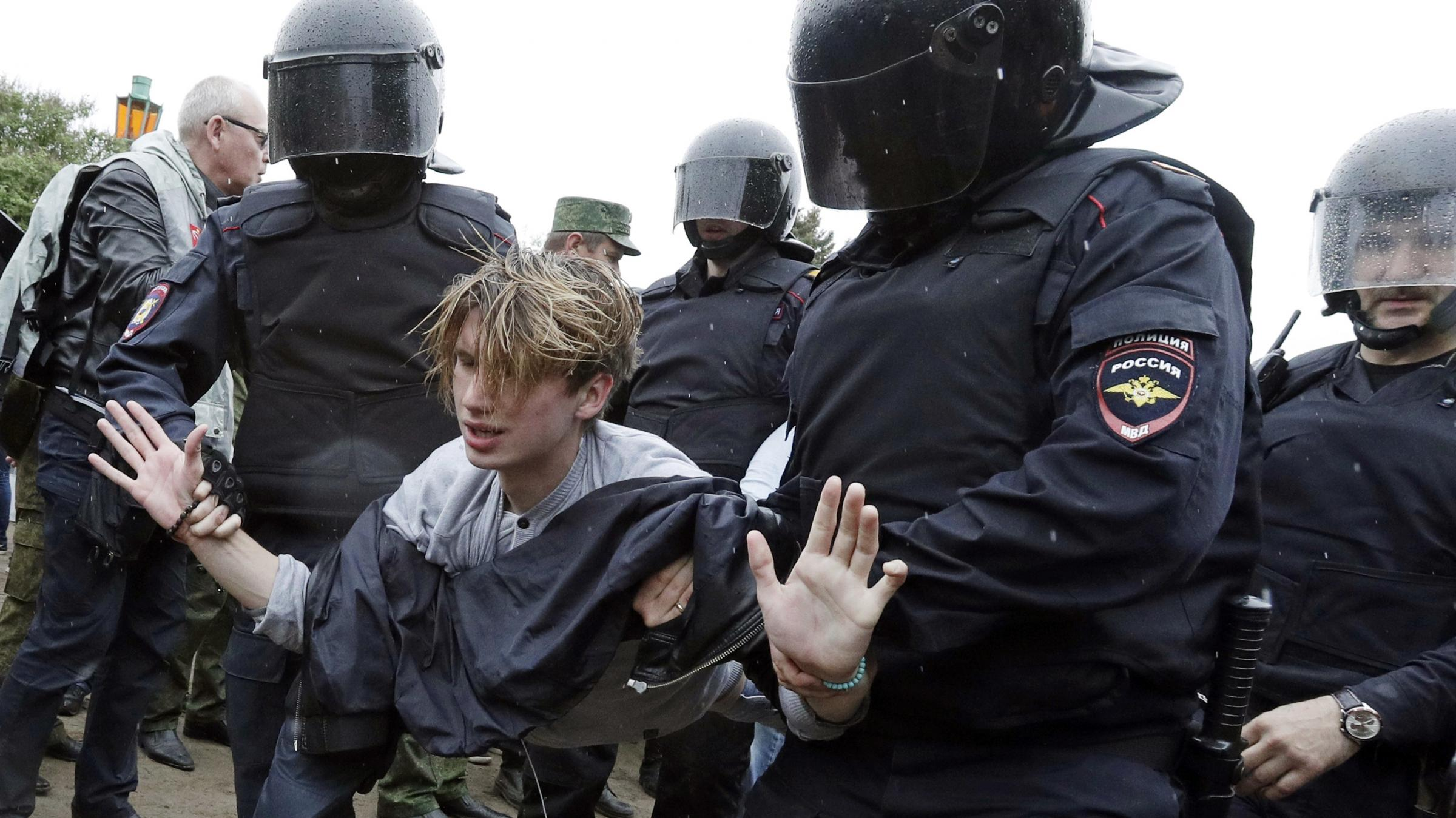Russian Federation: mass protest arrests show authorities' 'stranglehold' on free expression